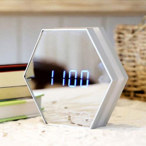 Часы-будильники в футуристическом стиле на Алиэкспресс