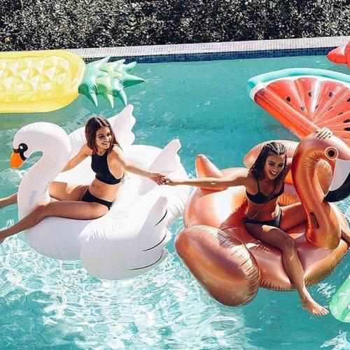 Оригинальные плавательные круги и матрасы на Алиэкспресс